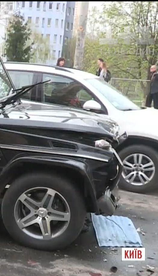 Пьяный автомойщик угнал и разбил автомобиль Виктора Медведчука