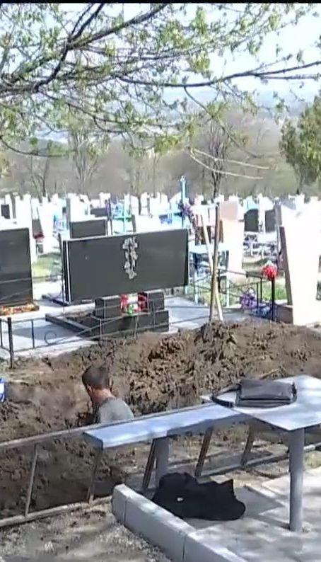 В пригороде Днепра произошел конфликт на кладбище между родственниками умершего и ритуальной службой