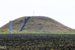 На Дніпропетровщині невідомі пошкодили найвищий в Україні скіфський курган