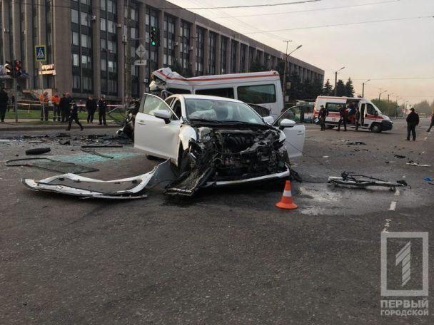 В Кривом Роге столкнулись маршрутка, легковушка и автобус: семь человек погибли