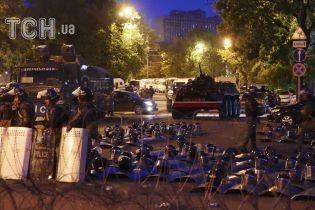 """В Армении оппозиция объявила начало """"бархатной революции"""""""
