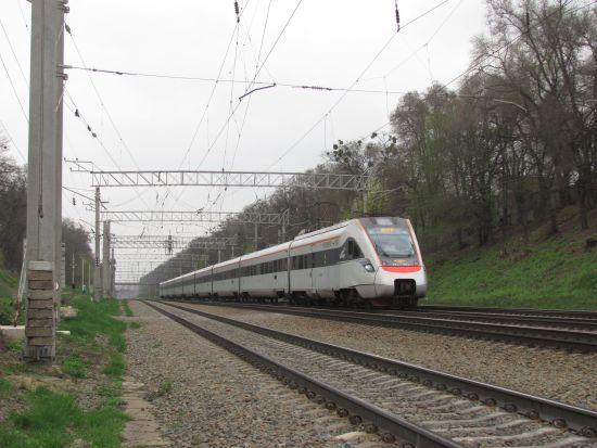 Поїзди з Києва і Одеси до Чернівців можуть курсувати через Молдову