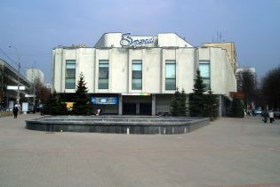 Киевсовет приказал вернуть в собственность города кинотеатр на Печерске, где был штаб партии Януковича