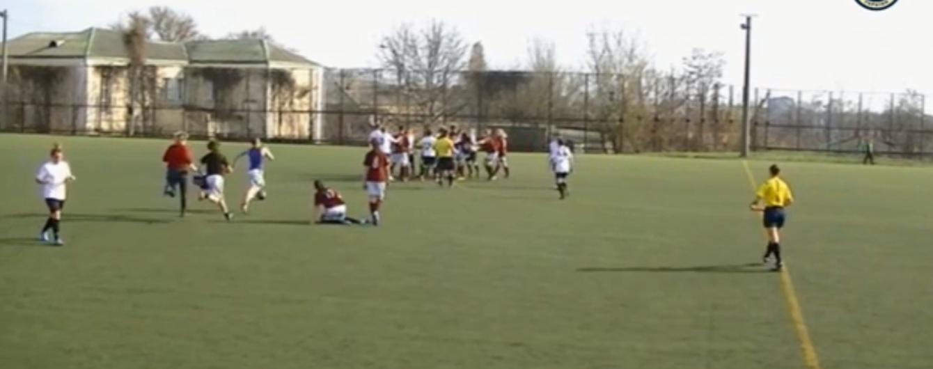 Українські футболістки влаштували запеклу бійку під час матчу, глядачі оцінили