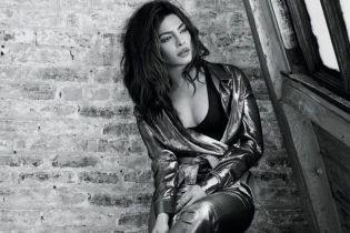 В нарядах с глубоким декольте: стильная Приянка Чопра снялась в новом фотосете
