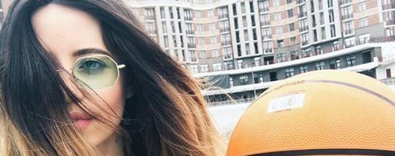 В мини-шортах на мяче: Надя Дорофеева опубликовала интересное фото