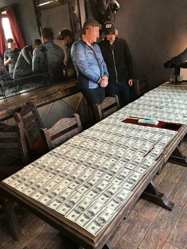 В Киеве бизнесмен погорел на взятке чиновнику КГГА в 24 тысячи долларов