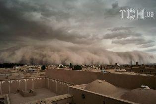 Почти сто человек погибли в результате песчаных бурь в Индии