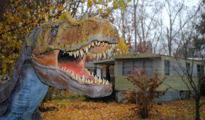 Облізлі динозаври і впалий Кін-Конг: як виглядає закинутий Динопарк у США