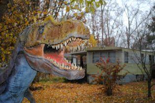 Облезлые динозавры и упавший Кин-Конг: как выглядит заброшенный Динопарк в США