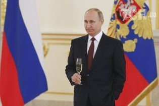 Путін хоче миру зі США, Кремль наказав чиновникам зменшити градус антиамериканської риторики – Bloomberg