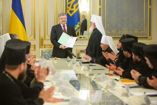 """Українська православна церква є """"матір'ю"""" для російської - Порошенко"""