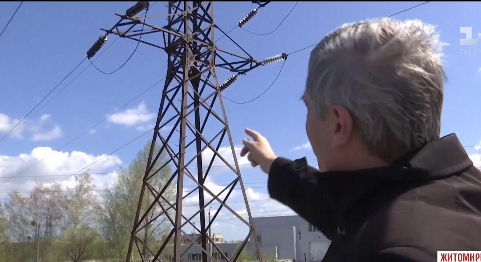 Опасное селфи: на Житомирщине подростка ударило током на электроопоре высоковольтной линии