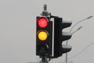 Власти рассматривают возможность запрета желтого сигнала светофора