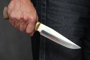 На Киевщине мужчина жестоко изрезал свою бывшую за то, что она его бросила