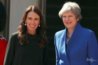 В юбке и на шпильках: беременная премьер-министр Новой Зеландии на встрече с Терезой Мэй