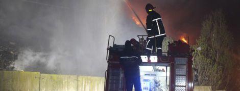 Вночі у Хмельницькому загорілося сміттєзвалище