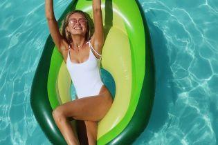 """Модели на отдыхе: """"ангел"""" Роми Стридж похвасталась фигурой в белом купальнике"""
