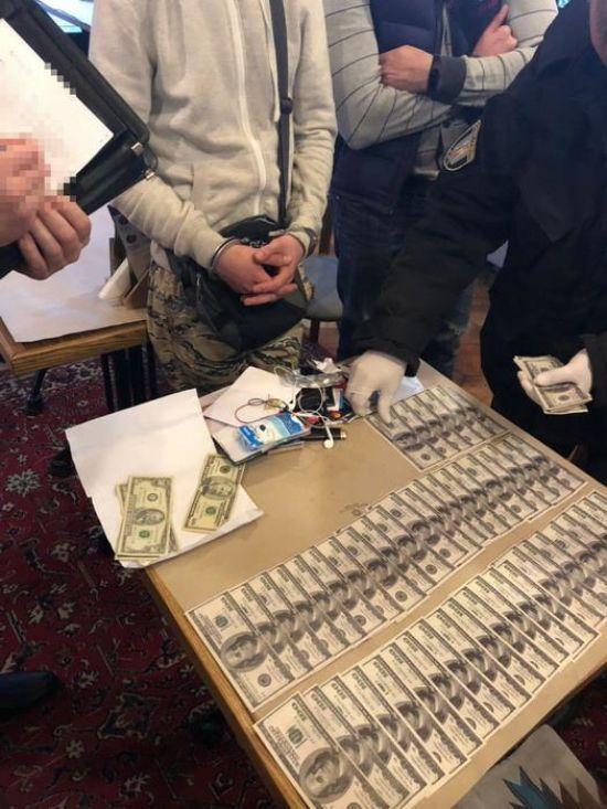 У Києві схопили росіянина, який вимагав від бізнесмена 250 тисяч доларів