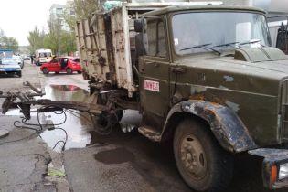 В Запорожье подъемник мусоровоза раздавил пешехода