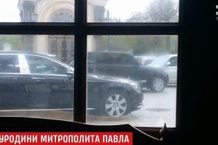 С дорогими иномарками и угрозами журналистам: в Киево-Печерской лавре отпраздновали день рождения одиозного митрополита