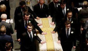 Чотири екс-президенти та діюча перша леді США прийшли попрощатись з Барбарою Буш
