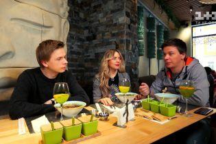 Известные украинские звезды показали своих братьев и сестер
