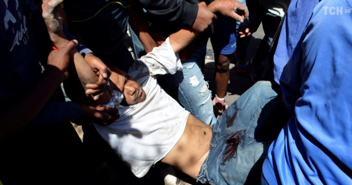 ВоФранции начались беспорядки после погибели водителя отрук полицейских