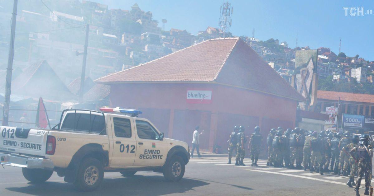 Убийство 22-летнего водителя полицией привело кбеспорядкам воФранции