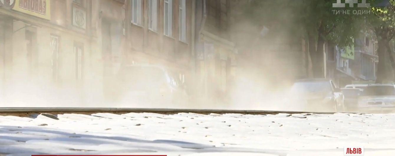 Львов задыхается от пыли из-за зимних смесей для дорог