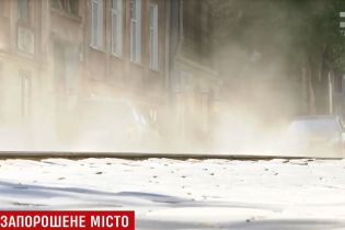 Львів задихається від пилу через зимові суміші для доріг