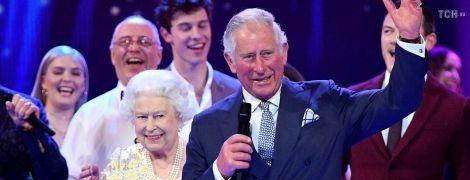 На вечірці Єлизавети ІІ Стінг, Шеггі, Том Джонс та Кайлі Міноуг заспівали на одній сцені