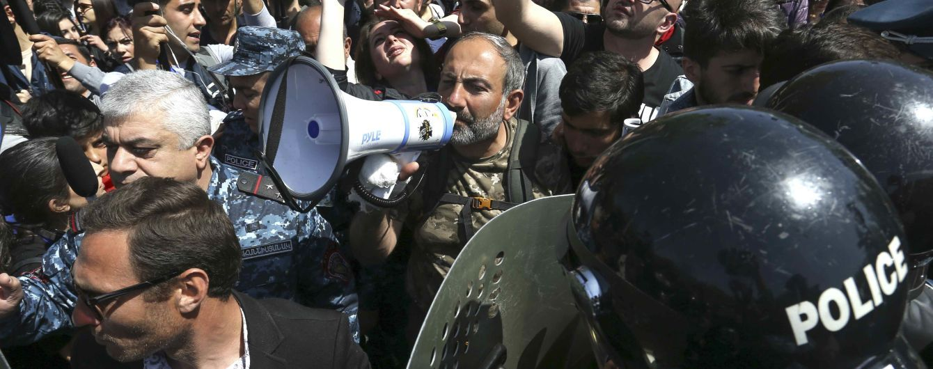 В Ереване задержали лидера оппозиции Пашиняна