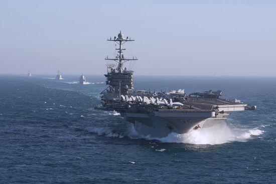 США можуть залишити авіаносець у Середземному морі для нагляду за Росією - ЗМІ