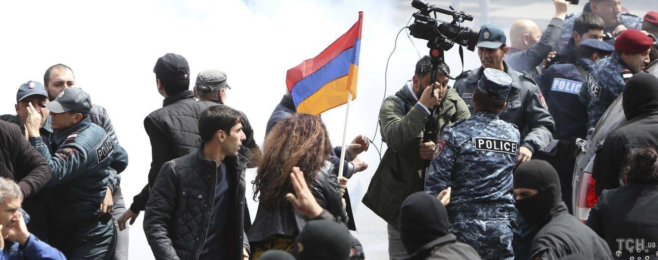 """Вірменію охопили потужні протести. Чому протестувальники не вважають себе """"майданом"""""""