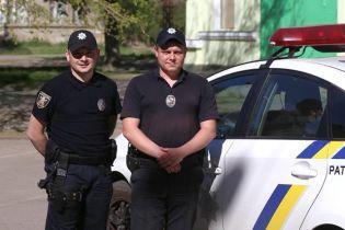 У Миколаєві патрульні витягли з води дівчину, яка стрибнула з мосту