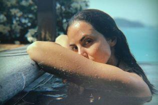 Каменских в купальнике эротично вынырнула из-под воды, демонстрируя прелести тела