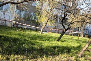 У Києві на Оболоні жінка випала з 12-го поверху