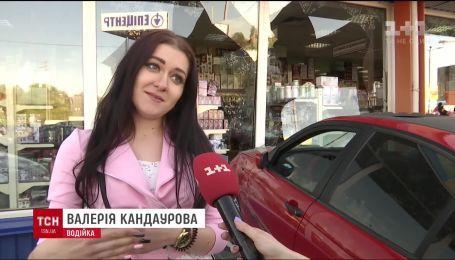 Девушка протаранила шесть авто и въехал в магазин