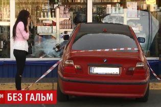 """""""Інтуїтивно вирішила вибити страйк"""": киянка на BMW розбила шість машин на парковці"""