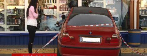 """""""Интуитивно решила выбить страйк"""": киевлянка на BMW разбила шесть машин на парковке"""