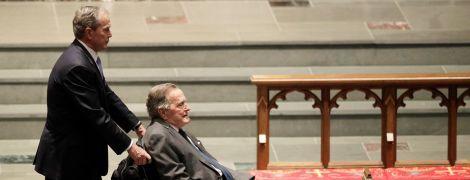 У США госпіталізували Джорджа Буша-старшого