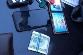 Спіймали на гарячому: у Києві на хабарі погорів суддя