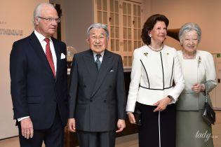 В элегантном костюме и с жемчужным украшением: стильная королева Сильвия на встрече с императорской четой Японии