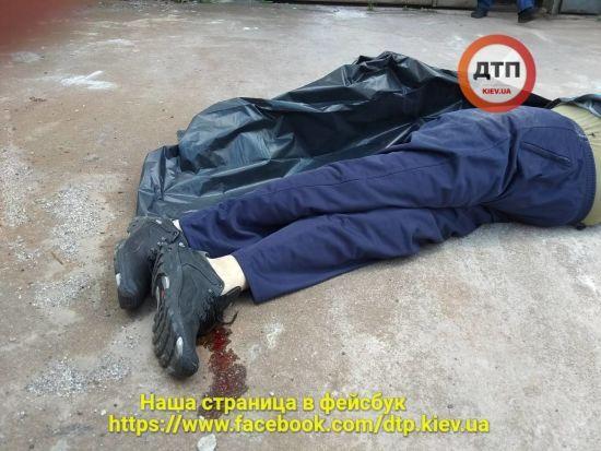 У Києві чоловік кинувся з даху після того, як переніс коштовну операцію