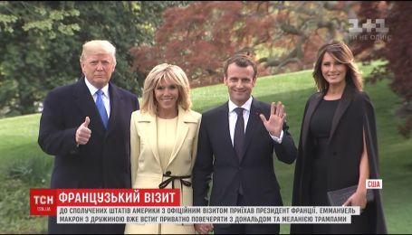 Макрон приїхав до США, аби просити Трампа пом'якшити санкції проти Росії