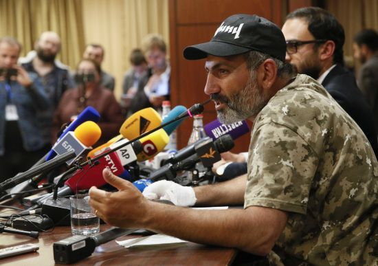 Лідер масових протестів у Вірменії готовий стати главою уряду