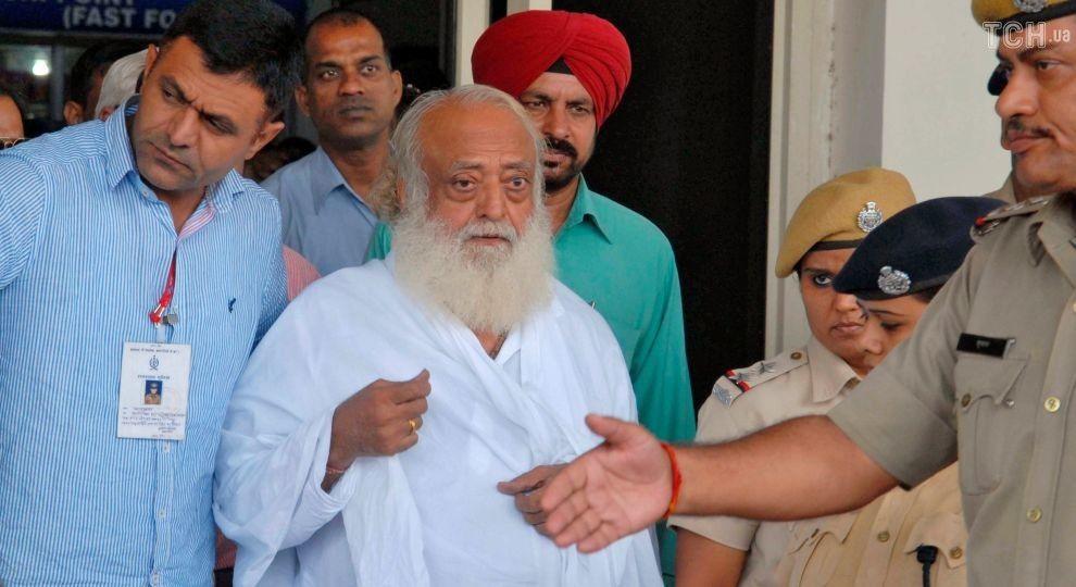 Відомого індійського гуру визнали винним у зґвалтуванні дівчинки