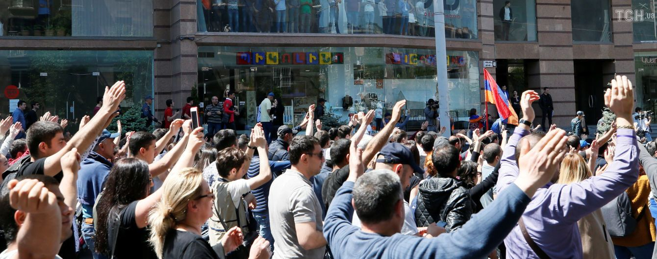 Лидер массовых протестов в Армении убеждает, что РФ пообещала не вмешиваться в ситуацию