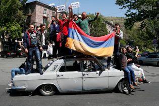 У Вірменії міністри один за одним залишають уряд